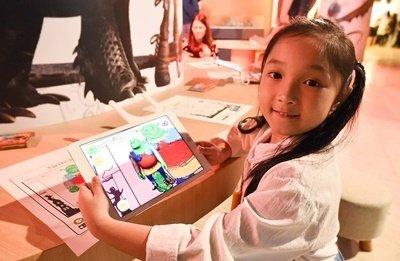 兒童動手畫專區結合AR擴增實境,透過app可將平面著色動畫人物轉為3D立體角色,廣受小朋友喜愛。.jpg