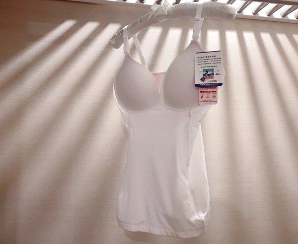 「穿搭」內衣結合塑身衣上身,一秒幻化完美曲線重啟你的身體美學-TheCURVE 蔻麗芙玩曲線 BRA TOP極速美型塑身衣天使白開箱分享