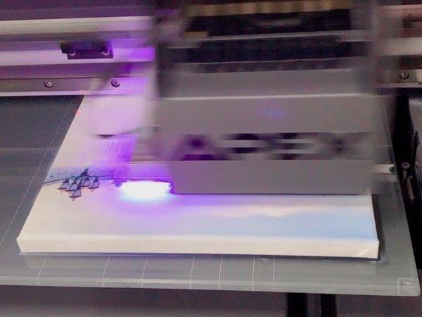 無框畫印刷特寫-UV直噴機