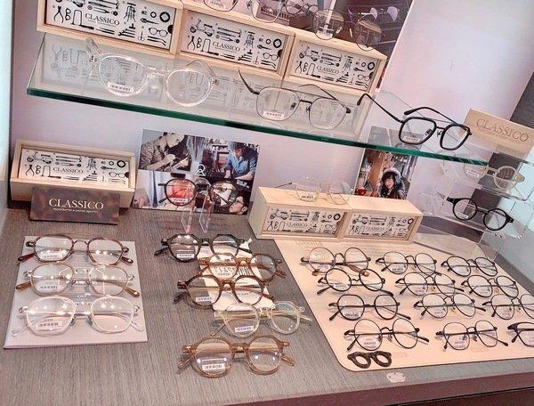 「配眼鏡推薦」桃園市中壢區在地經營36年眼鏡行,多款進口精品鏡框眼鏡-蔡司多焦鏡片驗光配鏡-靖美眼鏡UNUS eyewear直擊分享
