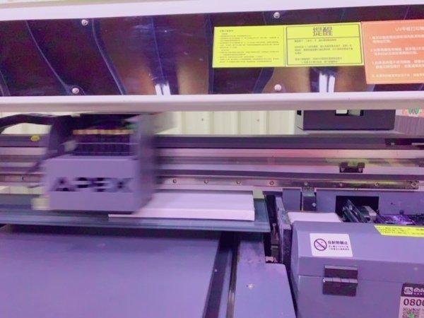 無框畫製作過程-UV直噴機
