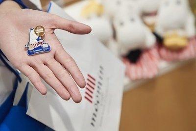 9.為歡慶開幕,嚕嚕米主題餐廳更特別規劃滿額小禮,只要單筆消費滿1,000元即贈送「開幕紀念徽章」(數量有限,送完為止)。.jpg
