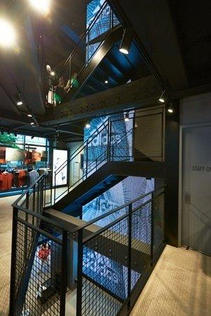 adidas西門漢中門市0609全新開幕 巨幅adidas LED螢幕貫穿四層樓.jpg