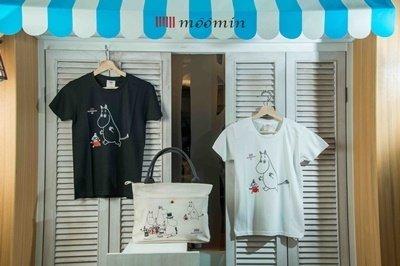 10.嚕嚕米主題餐廳貼心為台灣粉絲準備台灣限定款商品,圖為台灣限定T-shirt和台灣限定托特包。.jpg