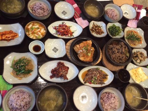 釜山自由行 Part 3 (傳統韓國朝食/韓國烤大腸/豬肉湯飯/樂天超市&HOMEPLUS採買及退稅)