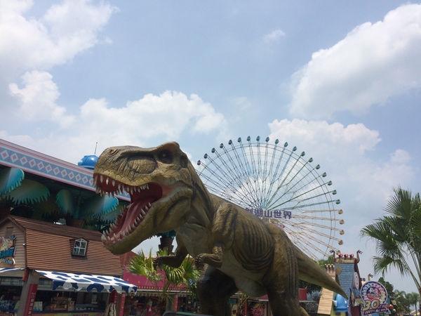 暑假親子必玩!! 劍湖山世界 亞洲唯一VR恐龍飛車體驗+神氣博覽館~