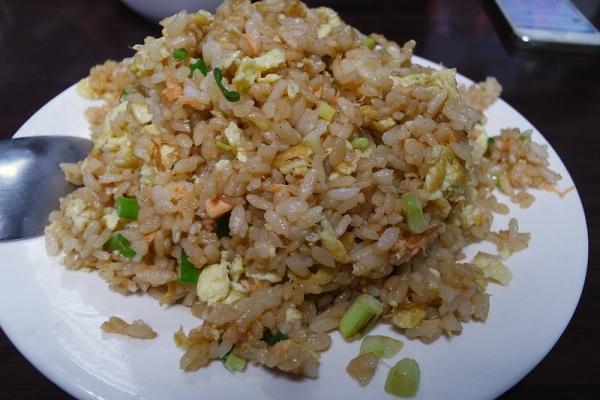 台北中和自立路平價便宜美食推薦  常鱻熱炒 炒飯 金沙中卷 椒鹽魚片