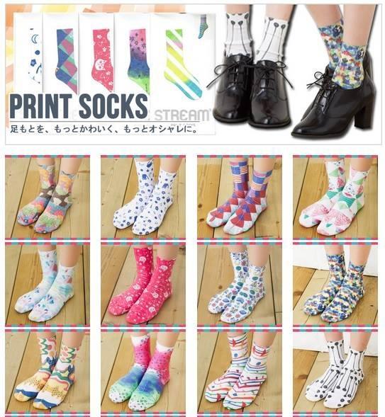 [日本雜貨] 夏天就是短裙短褲的季節~  Stream Print Socks~