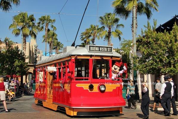 [美國˙加州]洛杉磯迪士尼加州冒險樂園Disney California Adventure米奇街頭show,皮克斯遊行,色彩世界,汽車總動員(下)