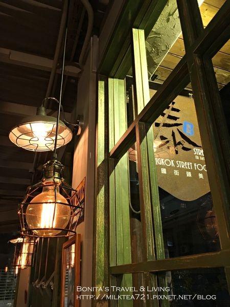 [台北˙大安區]台大公館商圈餐廳|仿佛置身泰國街頭~泰街頭Thai Joe Tou泰式小吃/燒烤/椰汁咖哩/ 酸辣