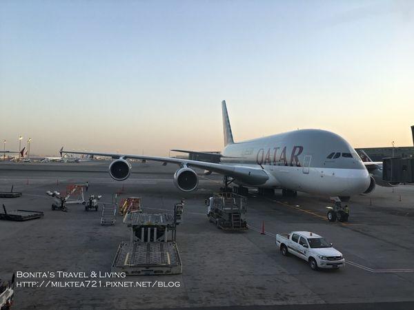 [倫敦˙啟程]初體驗~國泰航空-香港+卡達航空-杜哈轉機前往倫敦希斯洛機場(含飛機餐)