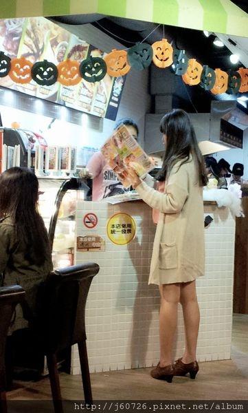 【MY 1 DAY LOOK】萬聖節藏在墨西哥餐廳中*秋天的好夥伴針織外套兒