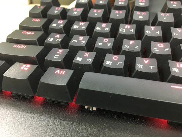 不專業【3C電腦週邊】開箱文之搭載德國Cherry青軸的 i-Rocks K60M全背光鋁合金機械式電競鍵盤