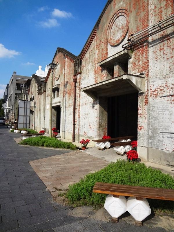 【台中南區】台中文化創意產業園區:酒廠新活力,來看看彩繪老酒桶