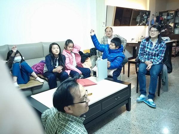 東基兒童排為24日台東市召會年終展覽做準備!請代禱!
