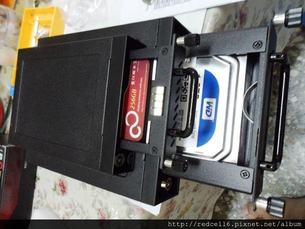 金屬質感一級棒的Industrial Hot-Swap Rack系列硬碟抽取盒開箱心得