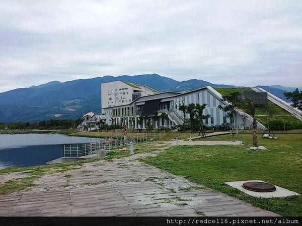 臺東悅讀新地標~依山傍湖的國立臺東大學圖書館啟用了