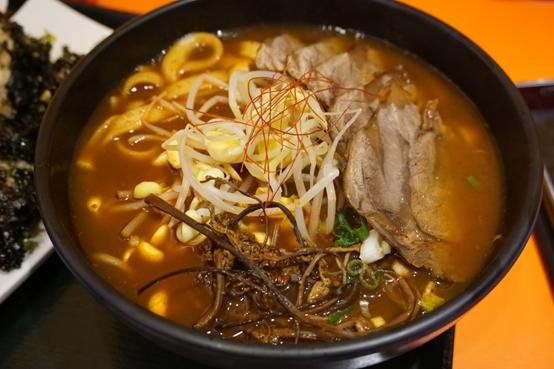 (食記)台北/東區Teumsae 縫隙拉麵Q2麵系列彈牙有嚼勁,愈嚼愈美味/辣牛肉麵/炸醬麵