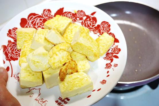 (生活/鍋具)無油料理很簡單,不沾鍋讓你輕鬆完成。義大利進口Mama Cook香檳紫陶瓷不沾鍋具組開箱實測