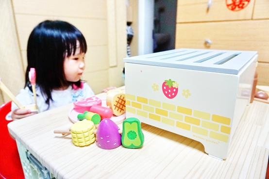 (團購/育兒)扮家家酒界夢幻逸品幼兒玩具,日本Mother garden 無毒厚木製系列玩具開團啦!野草莓BBQ炭火燒烤組開箱