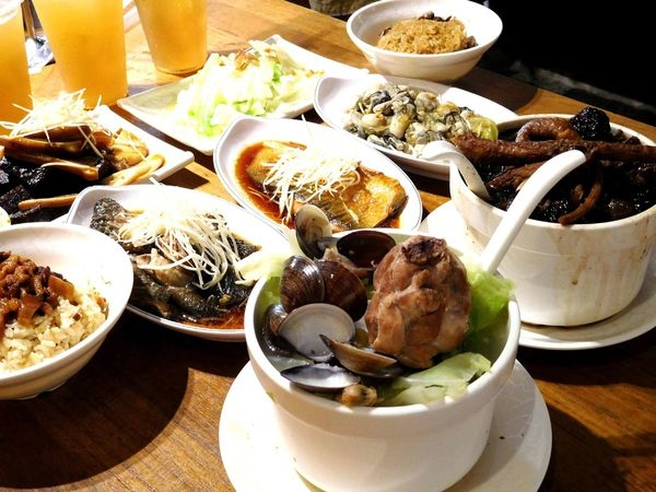 【台北善導寺】雙月食品社雞湯與台灣古早料理的超讚選擇!!油飯真的一定要來吃+東石的鮮蚵太美味了!!