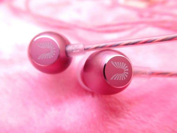 UiiSii HM7香水線材入耳式線控耳機^^超夢幻的粉紅色+聞得到香氣的線材^^聲音好棒+鴨子拿它來聽交響樂!!入門款耳機的超優選擇!!