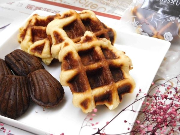 【宅配甜點】MISSU ASSORTED比利時鬆餅 X 瑪德蓮禮盒^^三種口味的鬆餅鴨子一次吃給大家看喔!!