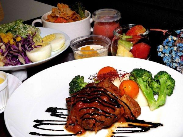 【平價吃到飽】52輕食buffet Salad Bar ~台北295元起的高優質超平價buffet ~鴨子激推!!