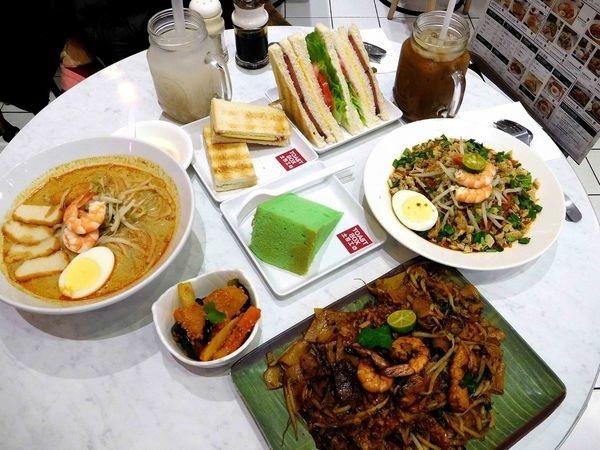 TOAST BOX土司工坊~信義威秀店^^新加坡國民品牌強勢來襲^^南洋風+英國風的整體組合^^超棒的餐點+好喝的飲料在這裡^^土司工坊不只有賣吐司喔!!