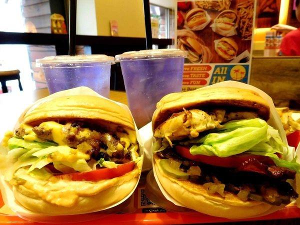 【台北西門町】CaliBurger 西門店彷彿回到了加州!!超美味漢堡+Cali特製祕醬手切薯條+時尚漸層飲!!美式漢堡這樣吃!!梁靜茹的店第二彈!!