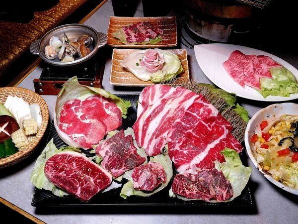 【東區燒肉】火之舞蓁品燒 和牛放題,東區燒烤吃到飽,單點的品質吃到飽的價錢,菜單