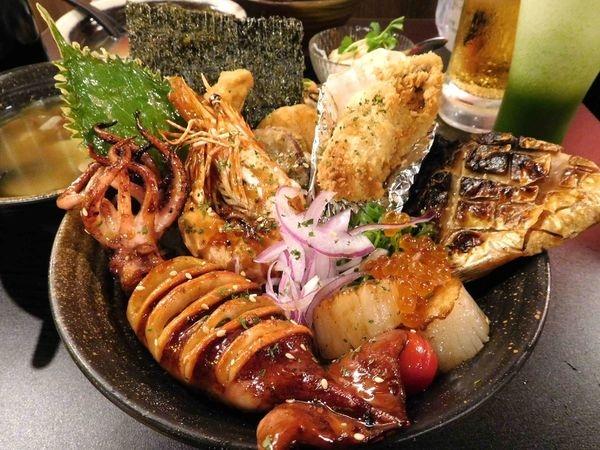 漂丿燒肉食堂^^東區216無敵美食~無敵好吃的燒肉丼+海鮮丼在這裡!!食物超好吃+份量超讚+擺盤漂亮^^鴨子還要再去吃啦!!