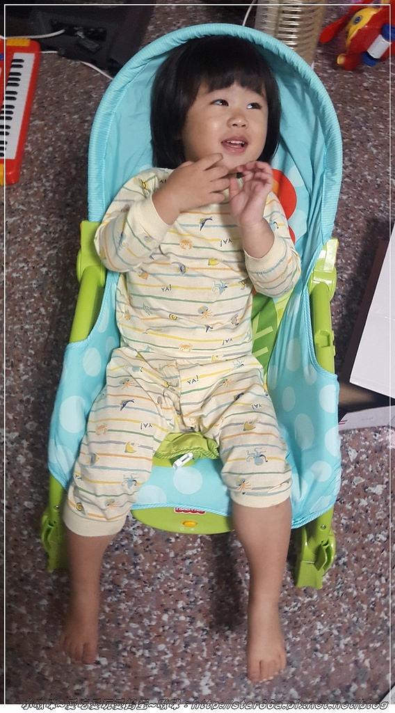 (好物開箱)費雪可愛動物多功能輕便搖椅~小啾咪的按摩椅~