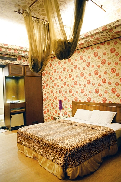 生活。【台南汽車旅館】花嫁Motel //  小害羞初體驗。(休息、住宿有折價券)