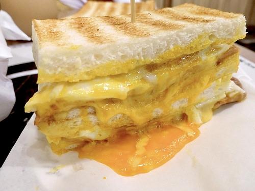 士林必吃早餐【烤司院-碳烤吐司專賣】超失控起司肉蛋,早餐新寵兒非它莫屬