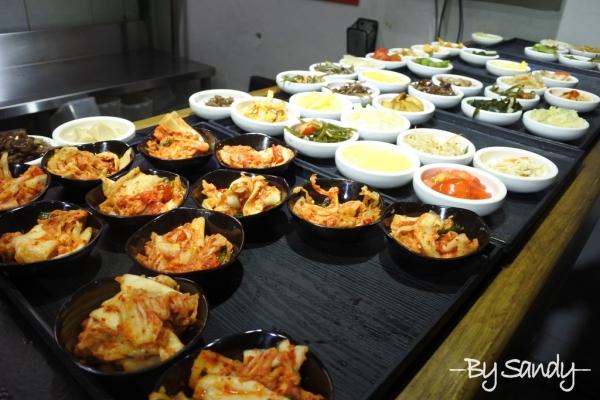 蘆洲道地韓式料理【朝鮮味】50種韓式小菜免費吃到飽~還有香噴噴吱吱作響的銅板烤肉~