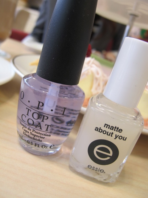 指甲要亮要霧2瓶搞定 O.P.I TOP COAT & essie - Matte About You