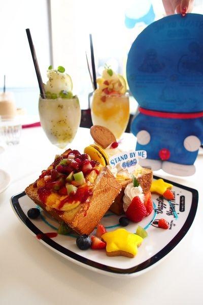 Dazzling Cafe 期間限定的哆啦A夢蜜糖土司  供應到1/18