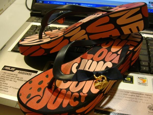 (不成文小編)新入荷--超可愛塗鴉風夾角拖鞋