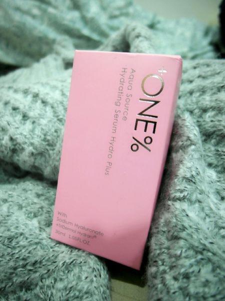 小巧可愛的粉紅瓶+ONE% 歐恩伊5000倍微元素保濕精華液(極潤型)