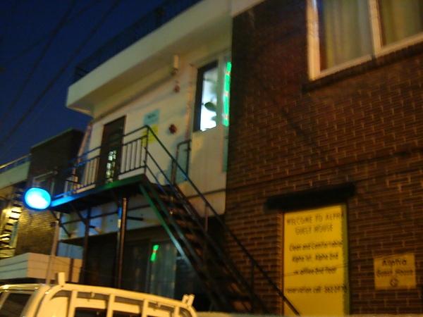 首爾自助旅行~新村Alpha Guest House民宿!!