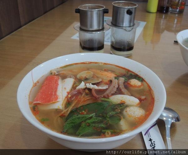 台中.便宜好吃份量多的酸辣海鮮河粉@小西貢越南河粉