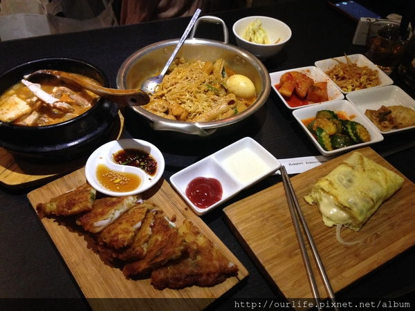 高雄必吃.價平量多又道地的韓國料理@哈摩尼韓食堂(+wifi)