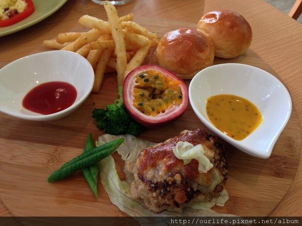 台中團購.軟嫩多汁的肉排早午餐@馬霏小館早午餐(+wifi)