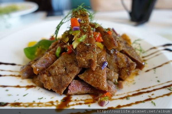 台中東區.夠味順口麵Q彈的牛小排紅醬義大利麵@咖啡鑽鬆餅專賣