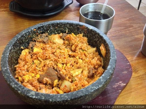 台中北區.平價美味份量多的韓式泡菜牛肉石鍋飯@東大捫韓式料理