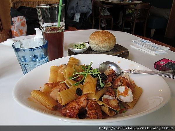 台中.有夠貴的辣味茄汁蛤蜊雞腿水管麵@Joy's Cafe(+wifi)