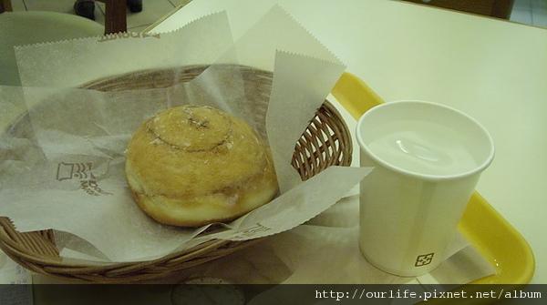 豬頭老三吃甜甜圈@Mr.Donut.肉桂捲