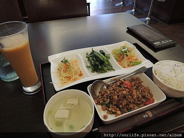 台中.139元超值美味的打拋豬套餐@泰食尚泰式餐廳