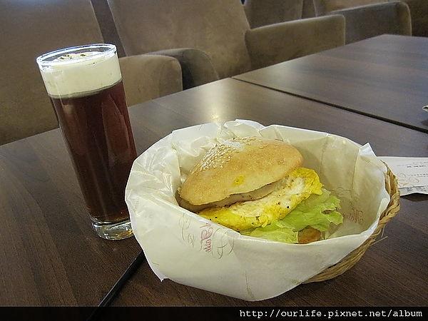 台中.59元風味雞肉漢堡活力早餐@艾樂瑪早午餐(wifi)